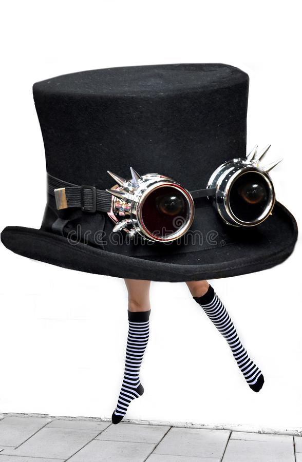 Het springen van hoed met gestreepte sokken royalty-vrije stock foto