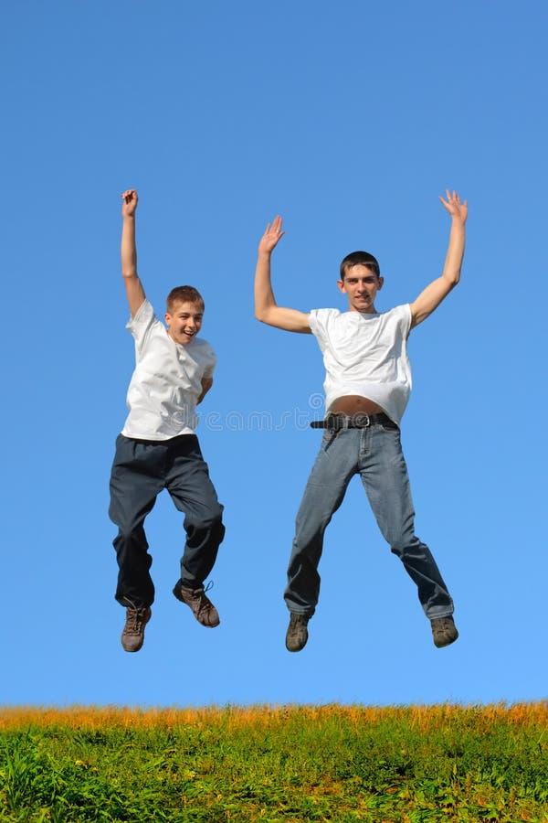 Het springen van jongens royalty-vrije stock foto