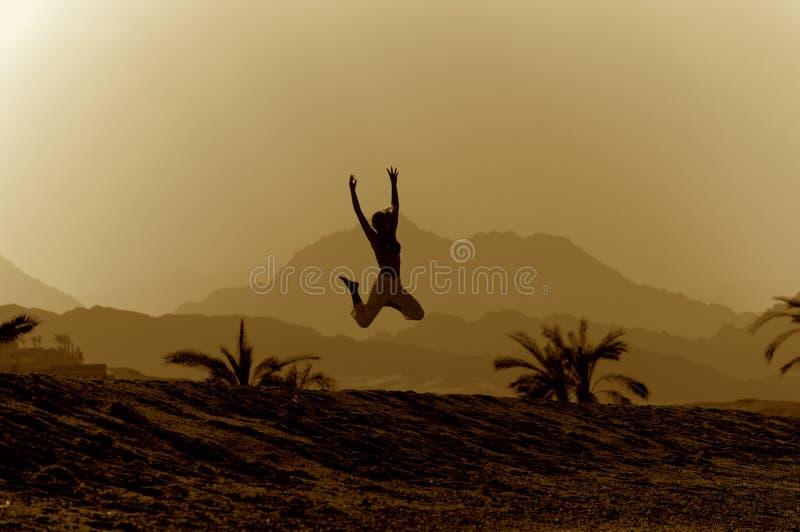 Het springen van Mountan royalty-vrije stock foto
