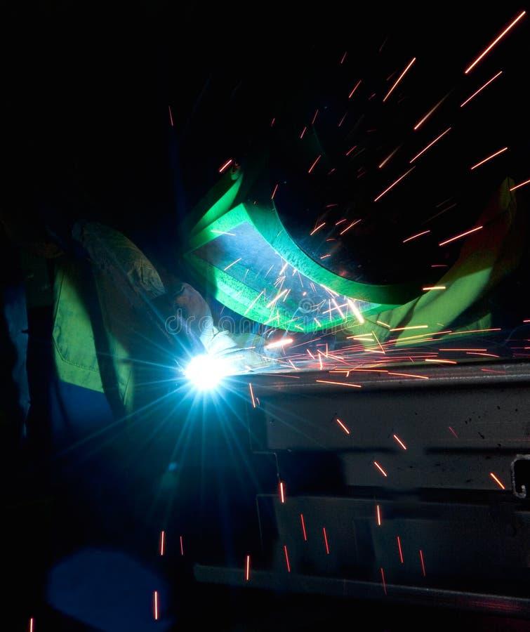 Het staalstaaf en vonken van het lassen stock afbeeldingen