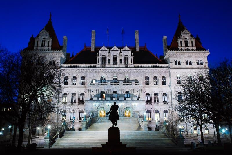 Het staatskapitaal van New York 's nachts stock afbeeldingen