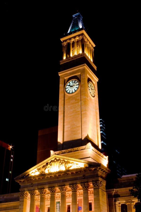 Het Stadhuis van Brisbane bij nacht stock afbeelding