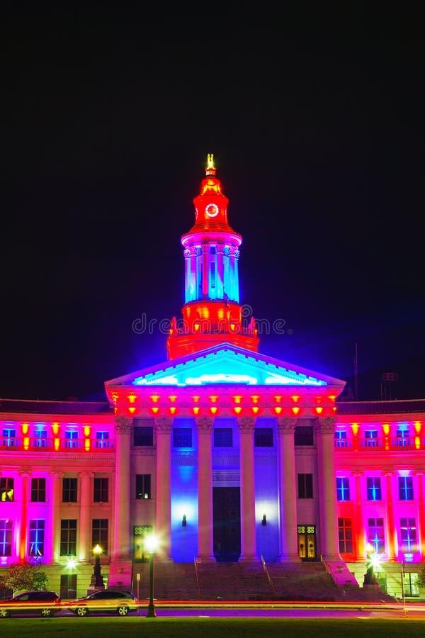 Het stadhuis van Denver bij nacht stock afbeelding