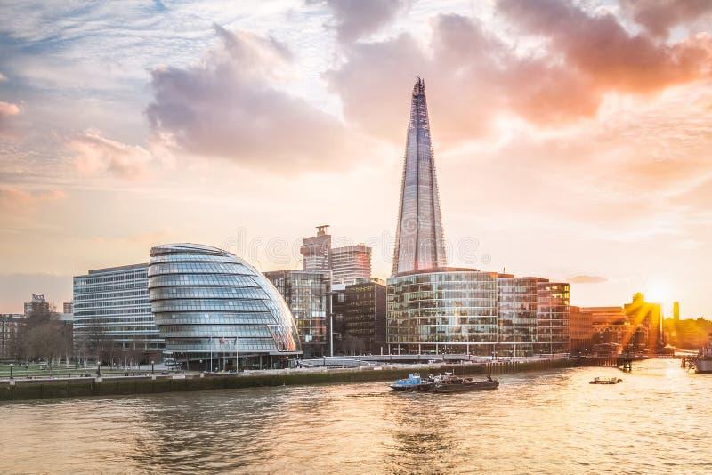 Het Stadhuis van Londen met zonsondergang stock afbeeldingen