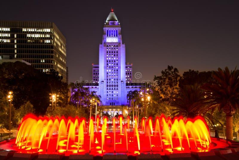 Het Stadhuis van Los Angeles zoals die van het Grote Park wordt gezien stock afbeeldingen