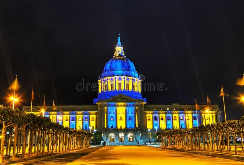 Het stadhuis van San Francisco bij nacht stock afbeeldingen
