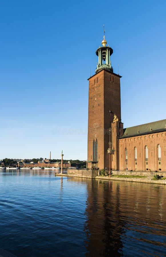 Het stadhuis van Stockholm bij Meer Mälaren stock foto