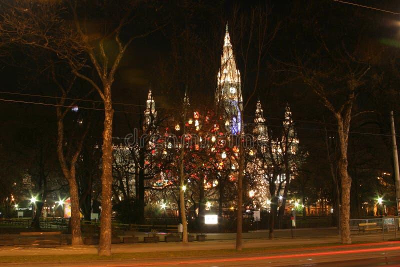 Het stadhuis van Wenen in de nacht, de tijd van Kerstmis stock fotografie