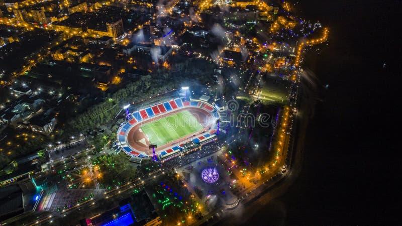Het stadion hoogste mening van Khabarovsklenin, nachtstad stock afbeeldingen