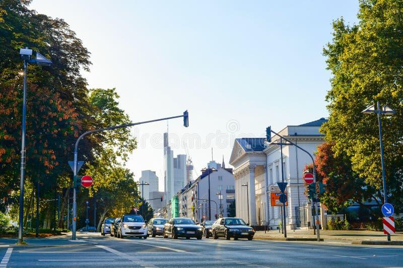 Het stadscentrum, auto's, straat, Frankfurt royalty-vrije stock fotografie
