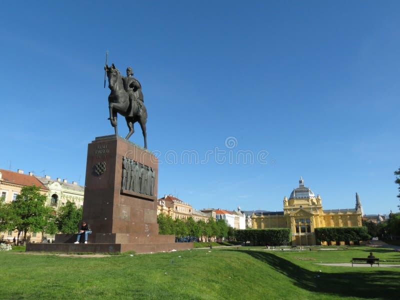 Het standbeeld die van Koning Tomislav een paard in Zagreb berijden stock fotografie