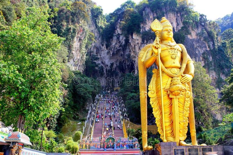 Het standbeeld en de ingang van Batuholen dichtbij Kuala Lumpur, Maleisië stock foto's