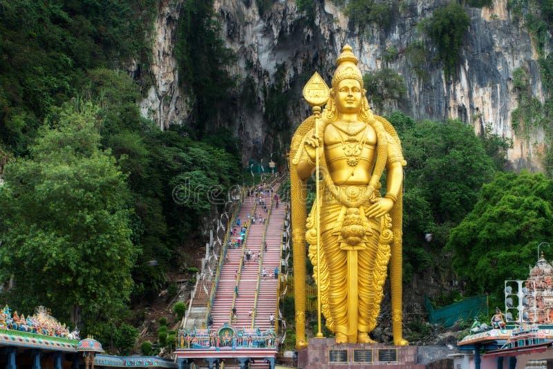 Het standbeeld en de ingang van Batuholen dichtbij Kuala Lumpur, Maleisië azië stock foto