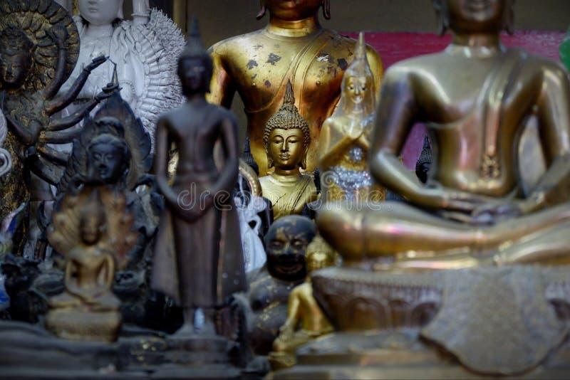 Het standbeeld Heilige dingen van Boedha die de Boeddhisten respecteren royalty-vrije stock afbeeldingen