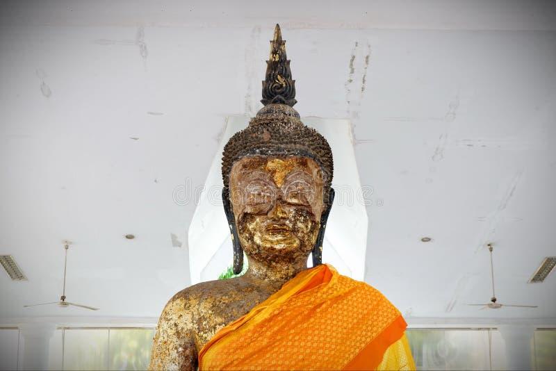 Het standbeeld Heilige dingen van Boedha die de Boeddhisten respecteren stock fotografie