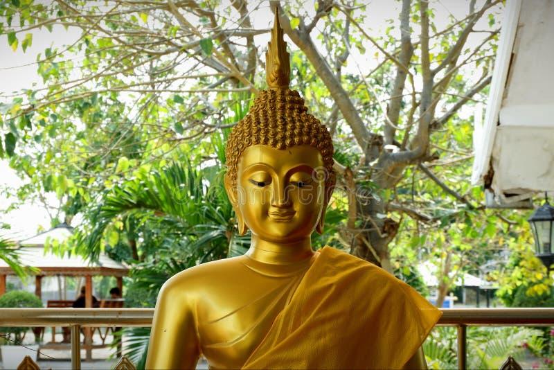Het standbeeld Heilige dingen van Boedha die de Boeddhisten respecteren royalty-vrije stock foto