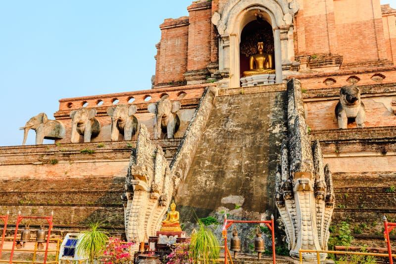 Download Het standbeeld van Boedha stock afbeelding. Afbeelding bestaande uit pagoda - 29513125