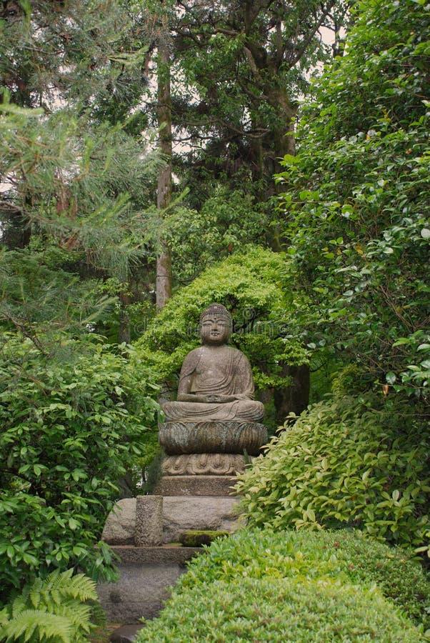 Het Standbeeld van Boedha bij de Tuinen van de Tempel Ryoanji stock afbeeldingen
