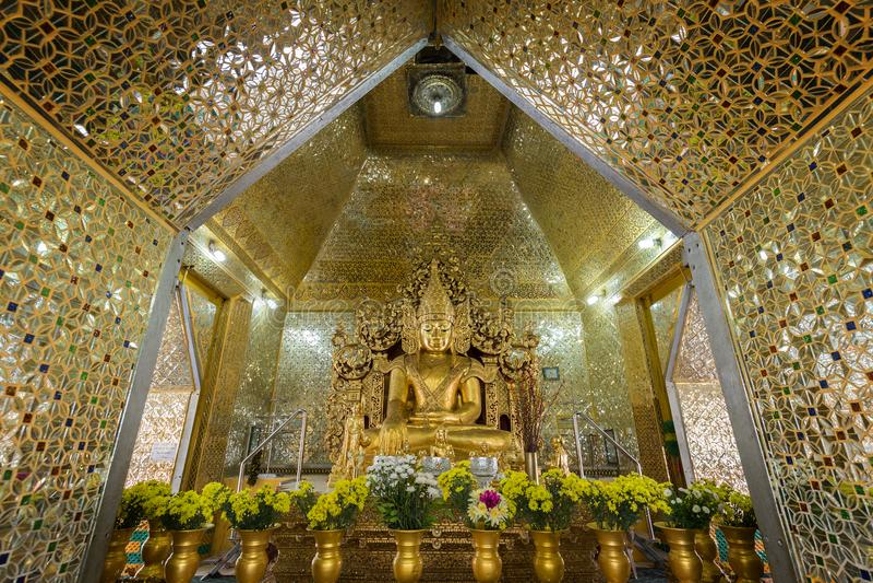 Het standbeeld van Boedha bij Sandamuni-Pagode in Mandalay stock fotografie