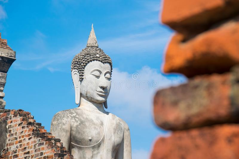 Het standbeeld van Boedha bij Wat Yai-chai-Mongkol Ayutthaya Thailand stock foto's