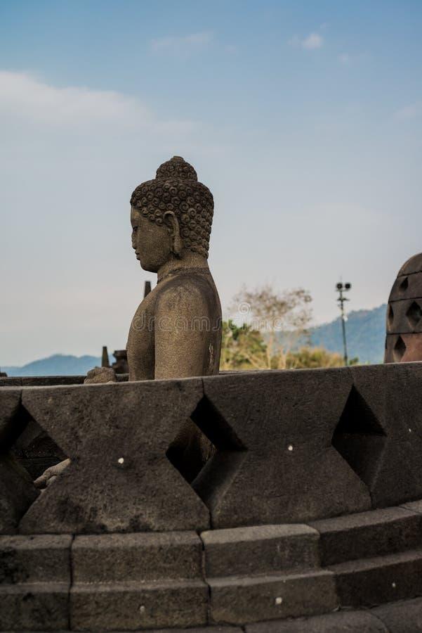 Het standbeeld van Boedha in Borobudur-Tempel, het eiland van Java, Indonesië stock fotografie