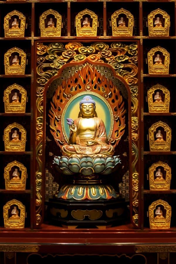 Het standbeeld van Boedha in de Chinese Tempel van het de Tandoverblijfsel van Boedha, Singapore stock foto's