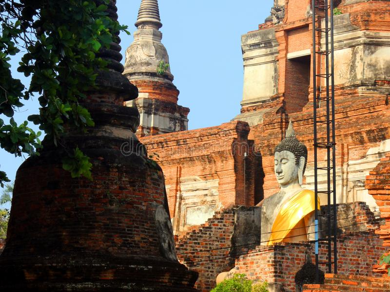 Het standbeeld van Boedha in de oude tempel Wat Phra Sri Sanphet, oud Royal Palace Ayutthaya, Thailand stock foto