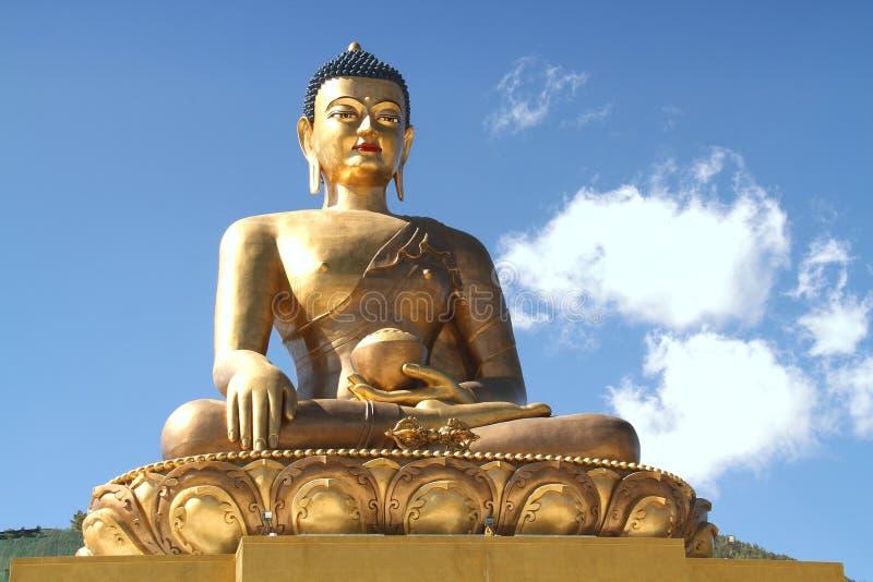 Het standbeeld van Boedha Dordenma op blauwe hemelachtergrond, Reuzeboedha, Thi stock foto's