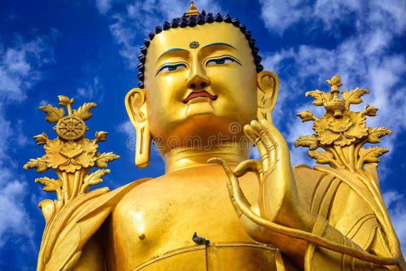 Het standbeeld van Boedha Maitreya in Ladakh, India stock fotografie