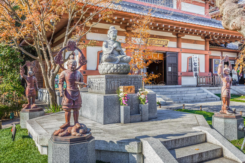 Het standbeeld van Boedha met de Beschermers bij Hasedera-Tempel royalty-vrije stock foto's