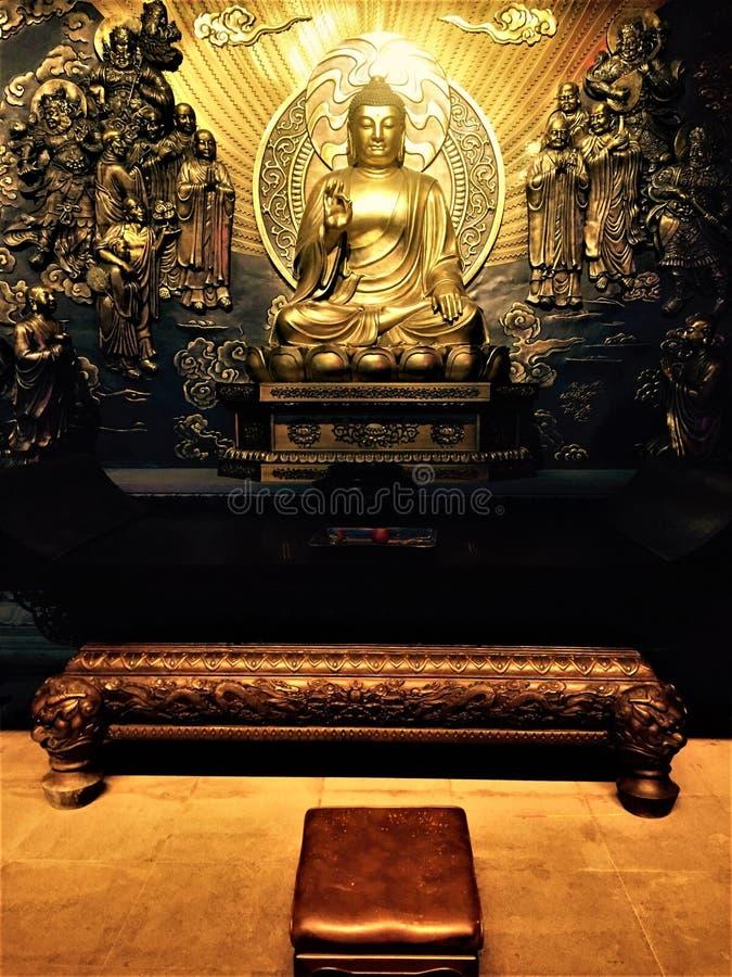 Het standbeeld van Boedha van sakyamuni in de tempel, stock afbeeldingen