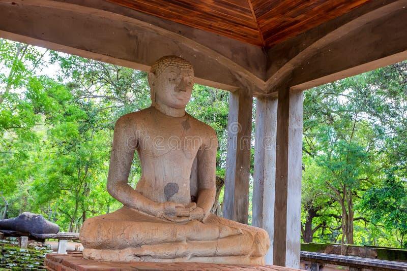 Het standbeeld van Boedha Samadhi in Anuradhapura, Sri Lanka stock afbeeldingen