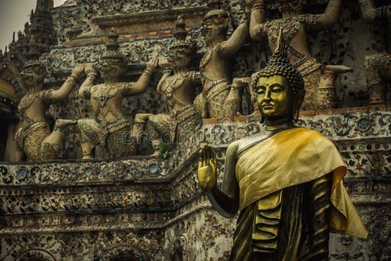 Het standbeeld van Boedha, Thaise stijl stock fotografie