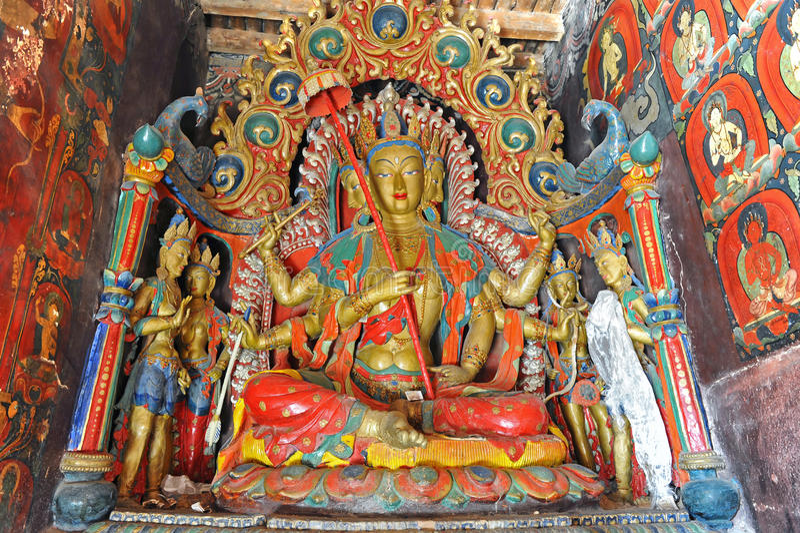 Het standbeeld van Boedha in Tibetan klooster royalty-vrije stock afbeelding