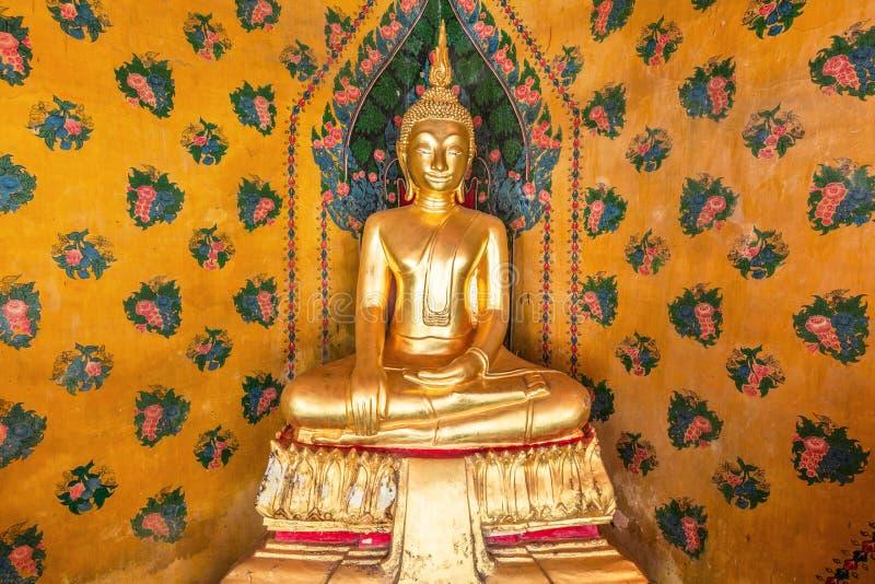 Het standbeeld van Boedha in Wat Arun Temple van Dawn Bangkok, Thailand stock afbeelding