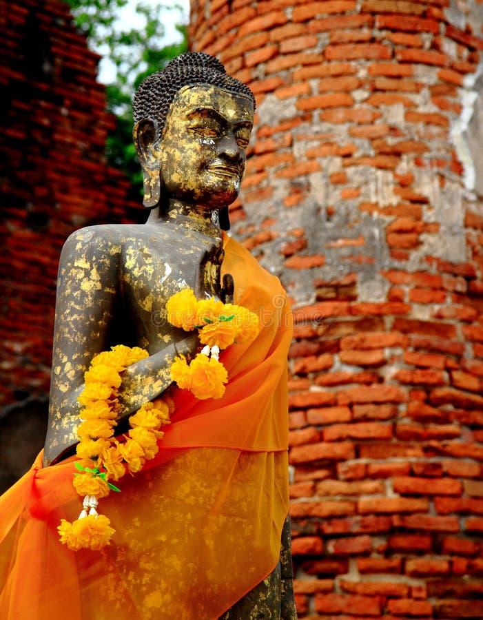 Het standbeeld van Boedha in Wat Dharmikraj stock fotografie