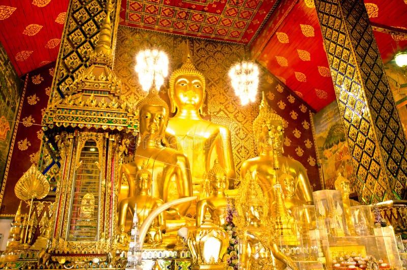Het standbeeld van Boedha in Wat-klopjetas Hariphunchai tempel royalty-vrije stock afbeeldingen