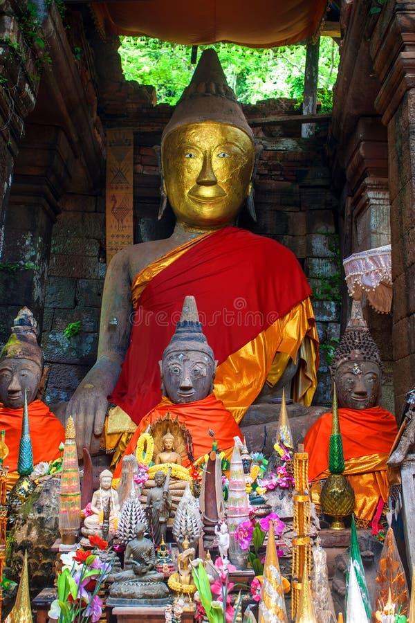 Het standbeeld van Boedha in Wat Phu Champasak royalty-vrije stock foto's