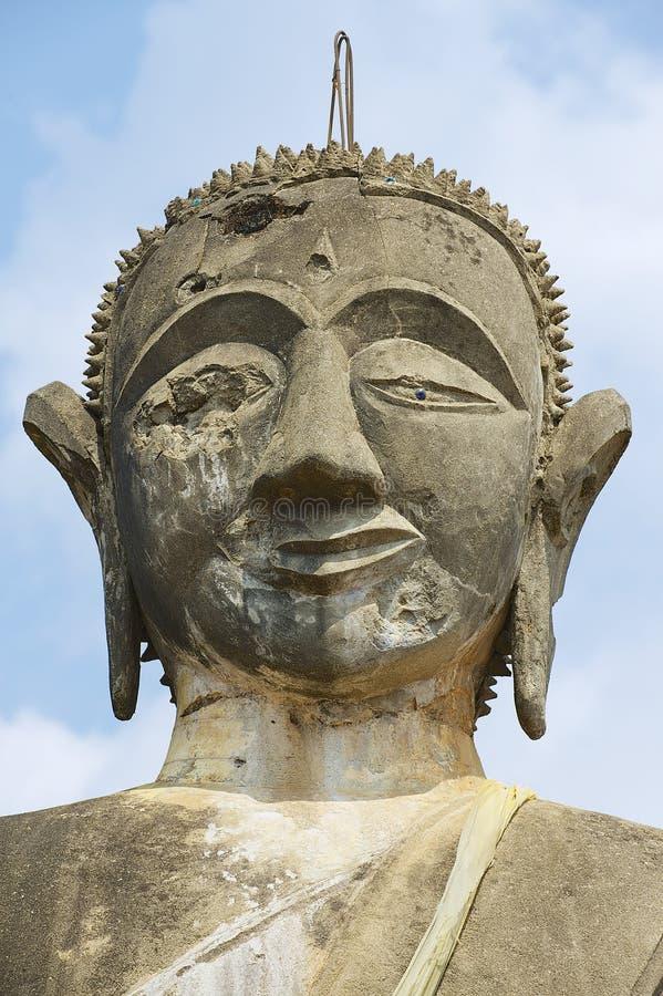 Het standbeeld van Boedha in Wat Piyawat-tempel in Muang Khoun, Laos stock afbeelding
