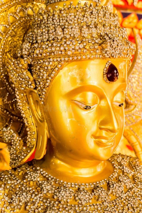 Het standbeeld van Boedha in wat saundok, chiangmai Thailand royalty-vrije stock afbeeldingen