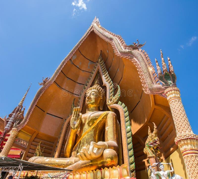 Het standbeeld van Boedha, Wat Tham Sua, Thailand stock afbeeldingen