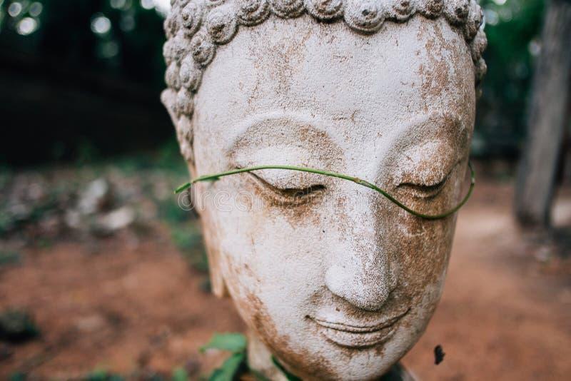 Het standbeeld van Boedha in wat umong, reist Thaise tempel in noordelijk Thailand royalty-vrije stock afbeeldingen