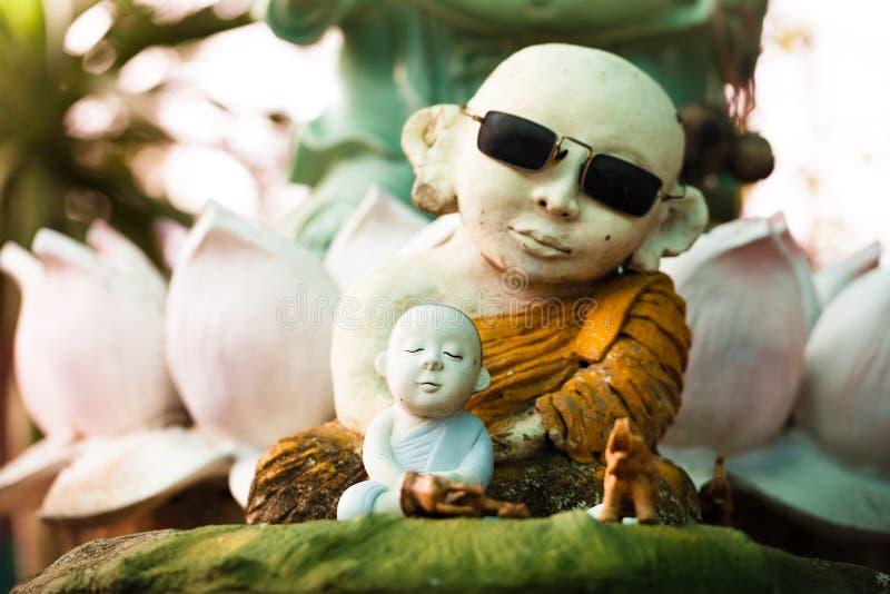 Het standbeeld van Boedha in wat umong tempel, Thailand stock foto's