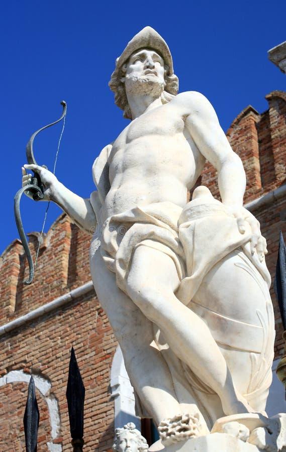 Het standbeeld van brengt ares in de war stock foto's