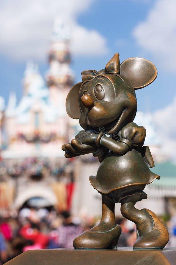 Het standbeeld van bronsminnie mouse in Disneyland stock fotografie