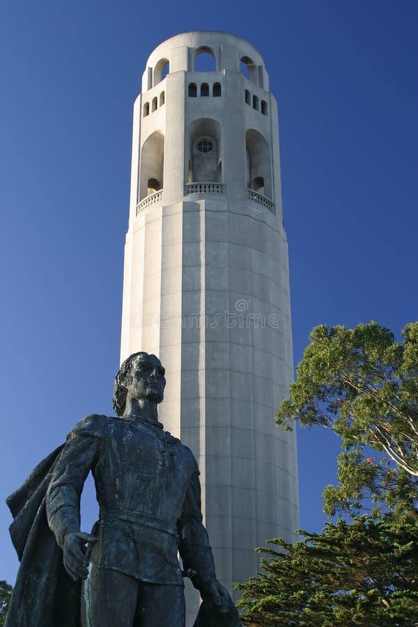 Het Standbeeld van Christoffel Colombus En Toren Coit royalty-vrije stock foto's