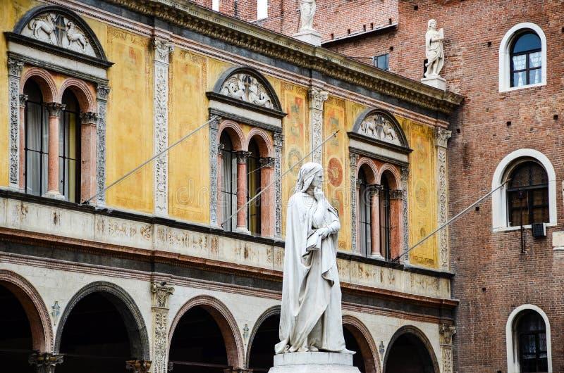 Het standbeeld van Dante, Verona royalty-vrije stock fotografie
