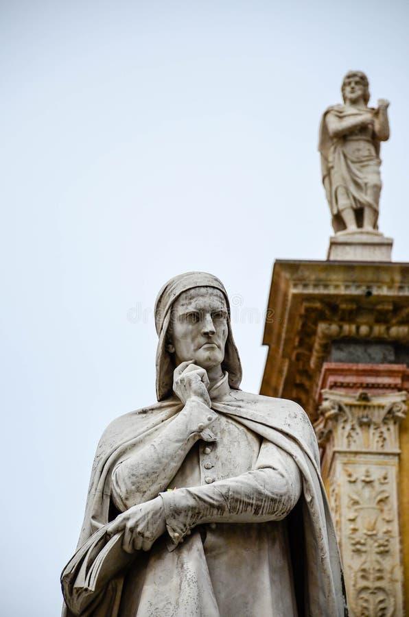 Het standbeeld van Dante, Verona stock afbeeldingen