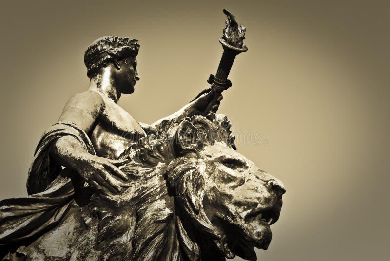 Het Standbeeld van de Drager en van de Leeuw van de toorts royalty-vrije stock foto's