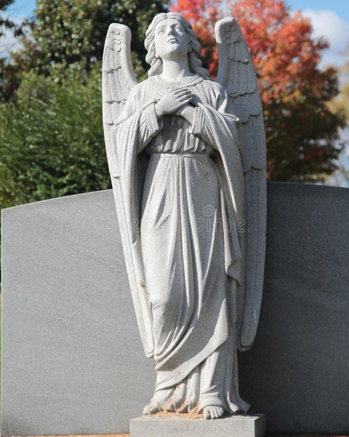 Het standbeeld van de grafsteenengel stock afbeelding
